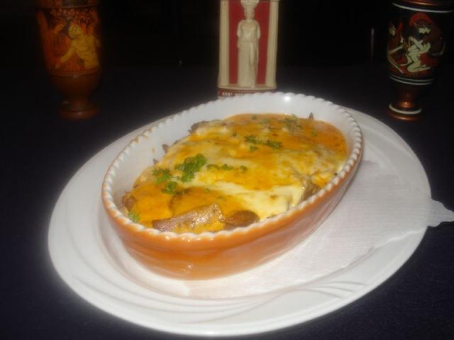 Nr. 175 Suflaki überbacken mit Käse (in pikanter Sauce), Reis, Pommes Frites und Salat