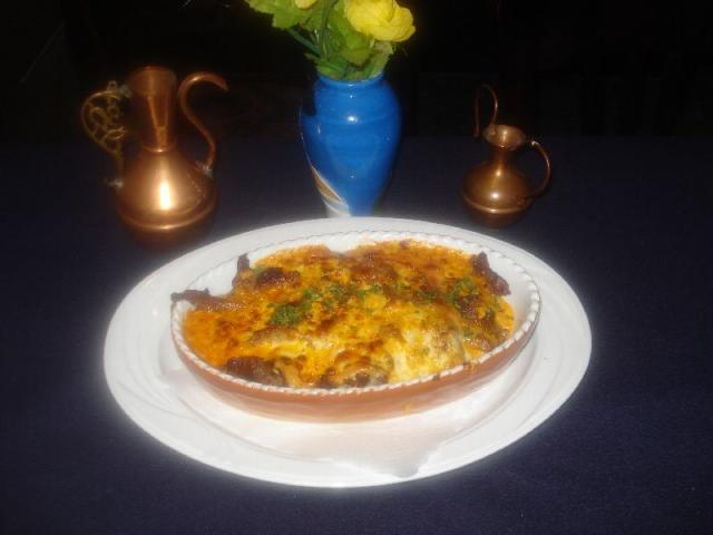 Nr. 174 Gyros überbacken mit Käse (in pikanter Sauce, Reis, Pommes Frites und Salat