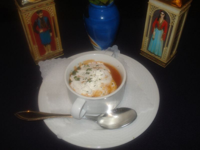 Nr. 004 Tomatensuppe mit Sahne und Brot